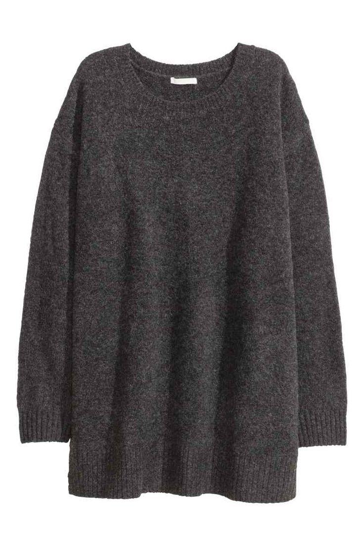 Pull: Pull oversize en maille de fil chiné et enrichi d'une touche de laine. Modèle avec encolure ronde, couture d'épaule descendue et manches longues. Fentes latérales.