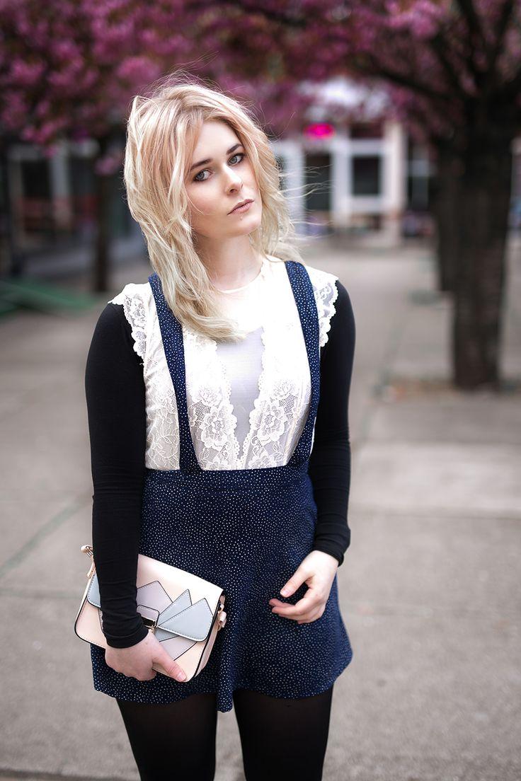 Outfit Inspiration - Trägerrock mit Spitzenbody und Sneaker - Entdecke jetzt den ganzen Look auf CHRISTINA KEY - dem Fotografie, Fashion und Blogger Tipps Blog aus Berlin