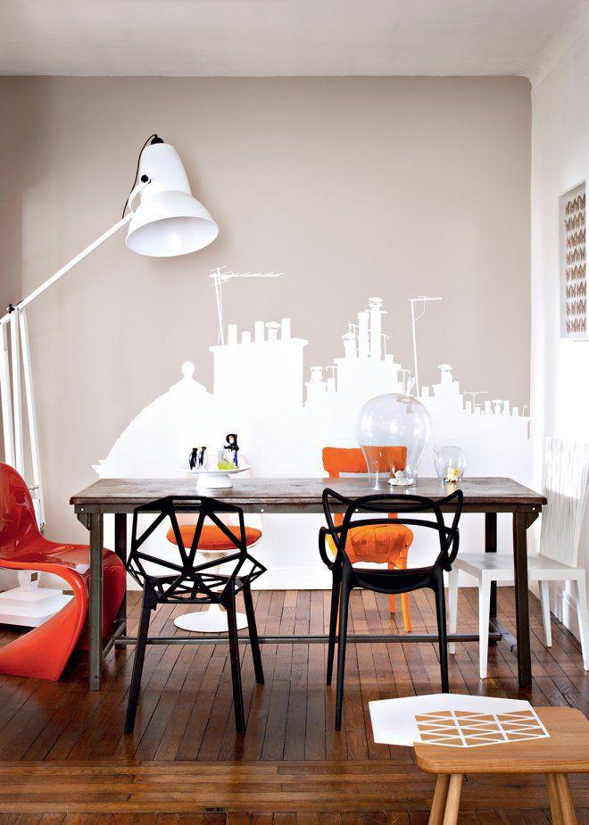 Une salle à manger design aux couleurs joyeuses