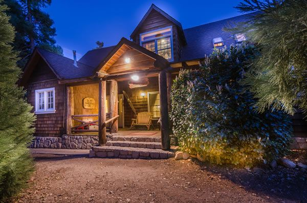 Strawberry Lodge-Lake Arrowhead Cabin Rental-7 bedrooms.  Grab  21 of your friends and get yourselves here!  2 fireplaces, large dining deck, flat screen TVs with Roku, Netflix, and a Plex server with 1000+ movies, volley ball, giant checkers, ping pong, foosball.