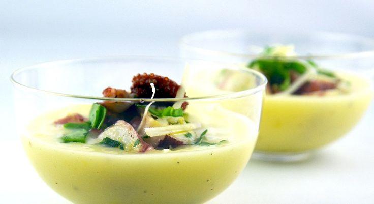 La ricetta dell'insalata di polpo su crema di patate in versione verrine, ideale sia per un aperitivo che per un secondo piatto light