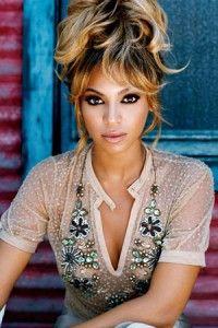 coiffure Beyonce Knowles cheveux attachés en l'air