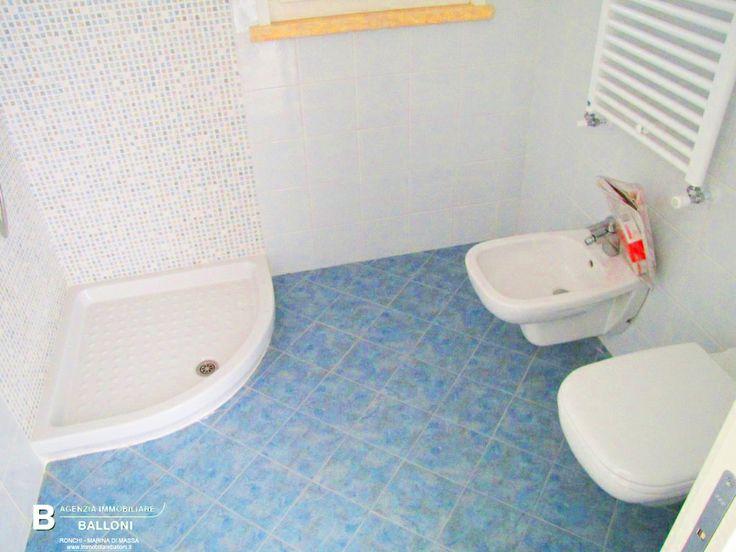 Bagno 2 di #Appartamenti in #vendita in condominio di nuova costruzione a due passi dal #mare a #MarinadiMassa. Rif A100