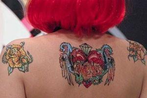 Tatouage bijoux à Paris 10 ème.  Ces offres vous sont proposés par notre salon de tatouage partenaire.