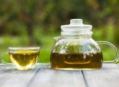 Изпитай силата на едни от най-ефективните детоксициращи съставки с нашето чаено предложение :)  За приготвянето на 2 ароматни чаши чай ще имаш нужда от:    1/4 ч.л семена от кимион  1/4 ч.л семена от кориандър  1/4 ч.л сух копър (или 1-2 стръкчета пресен)   Начин на приготвяне:  1. Сипи всички съставки в каничка за чай и долей гореща вода.  2. Изчакай чаят да се запари и сервирай по желание с резенче лимон и лъжичка пчелен мед.    Да ти е сладко! Пожелаваме ...