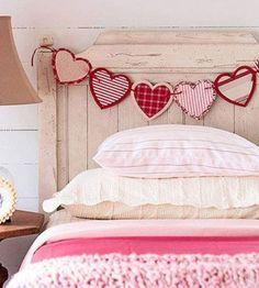 22 ideas de guirnaldas para San Valentín - Guía de MANUALIDADES Valentines Day Decorations, Valentine Day Crafts, Romantic Room, Red Pillows, Diy Garland, Valentine's Day Diy, Bedroom Decor, Design Bedroom, Bedroom Storage