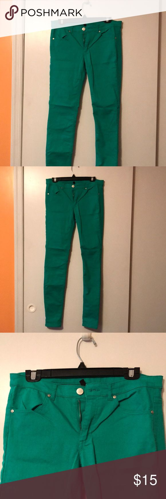 Skinny pants Green skinny pants. Back pockets. I love these pants!! Dress up for work or dress down for a night out. H&M Pants Skinny