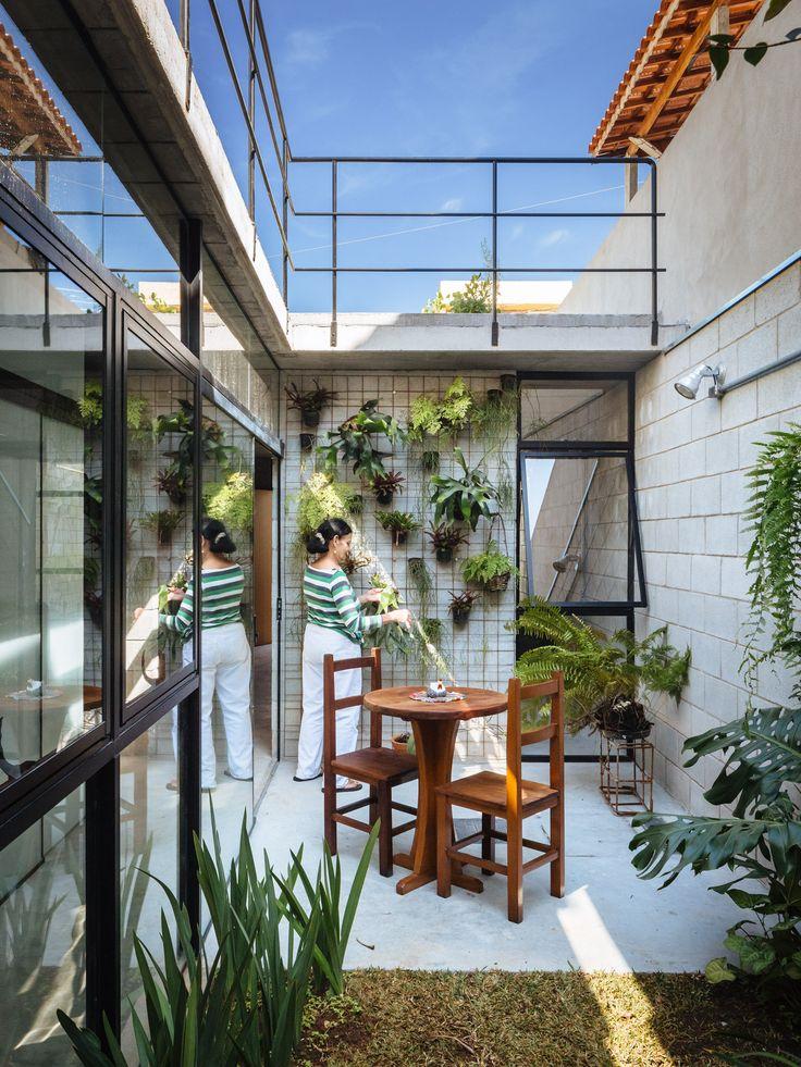 Image 4 of 61 from gallery of Vila Matilde House / Terra e Tuma Arquitetos. Photograph by Pedro Kok
