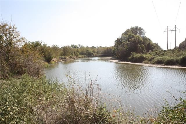 711 Acre ranch only 40 mi from Dallas near Cedar Creek Lake. This is a rare find, ideal recreational property and good cattle ranch, secluded offering