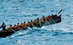 Trainera de Elantxobe. El remo de competición tradicional vasco es un deporte exigente. Las traineras son embarcaciones muy sofisticadas, y ...