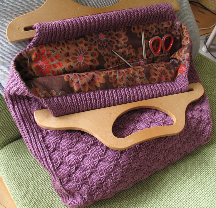 Free Knitting Pattern for Retro Knitting Project Bag - This knitting tote features the butterfly stitch. Finished dimensions are 13″ long x 4″ wide x 10″ high. Designed by milobo. Pictured project by andante