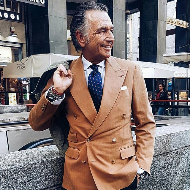 Good morning to All of You!!  (Tnx @gentlemen_wear_daily for this pic)Be Gentle ...Be Generous!!Peace Love and a lot of Passion!!!  #sprezzatura #isaia #me #smile #style #redcoral #italiandoitbetter #passion #menwithclass #isaianapoli #menwithstyle  #milano #stayclassy #onlygoodvibes #onlygoodmood #instamoment #instagramer #ootd