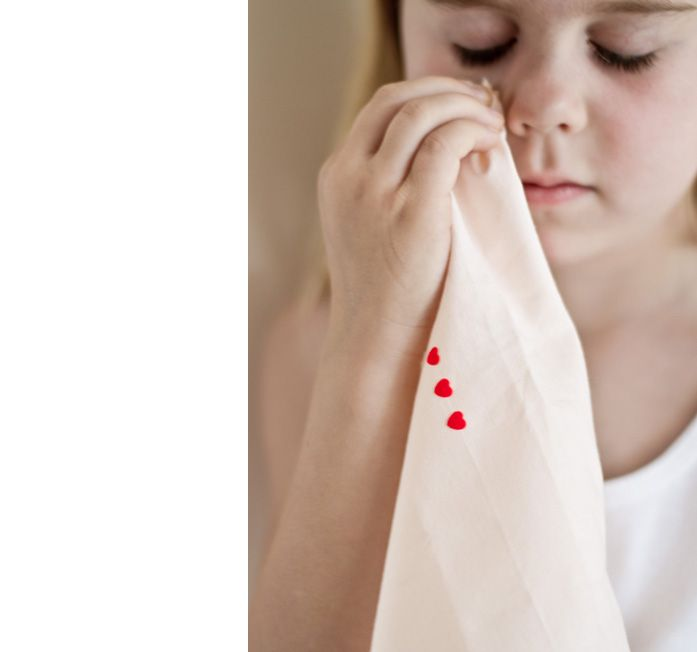 DIY love message handkerchief by Véronique from Pichouline With valentine on it's way and leaving my husband and kids behind for 5 weeks I wanted to give a personal soft gift….. I've made one for my husband and one for...