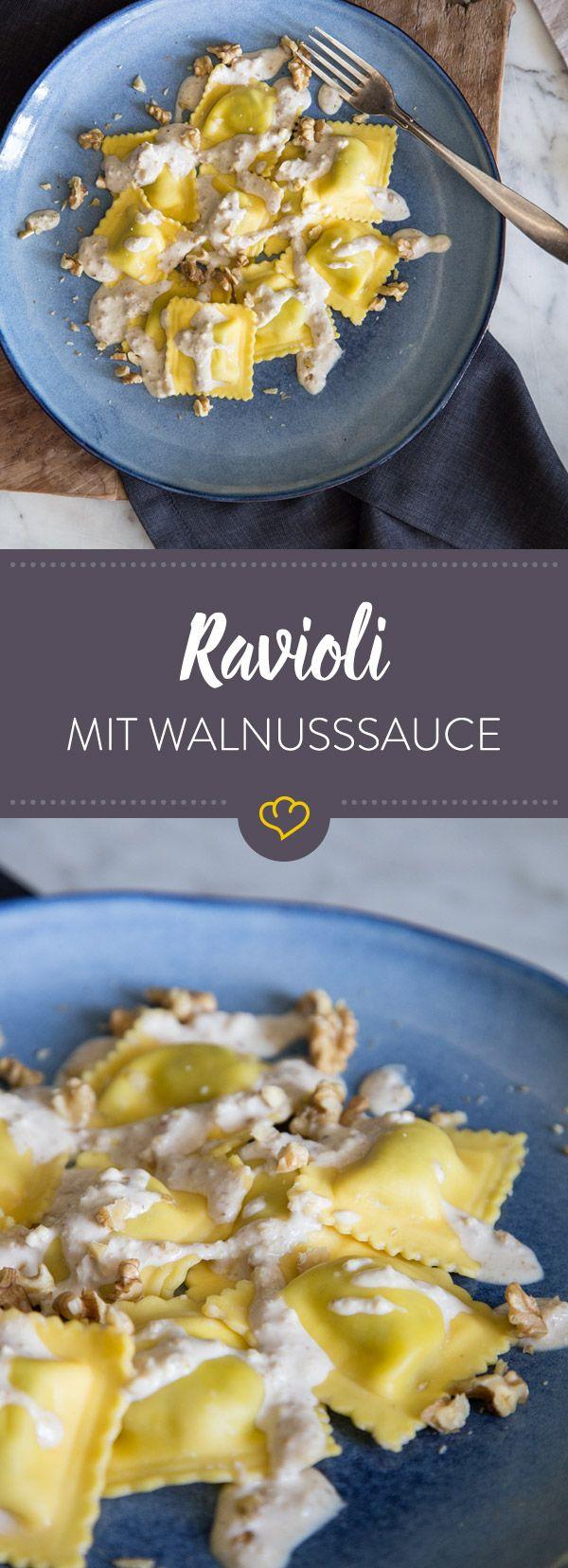 Die Walnusssauce kommt aus der italienischen Region Ligurien und ist dort genauso beliebt wie das Pesto und zusammen mit Ravioli, einfach köstlich!