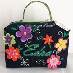 Nuovo Beauty-case con fiori in 20010 Sant'Agostino su € 50,00 - Shpock