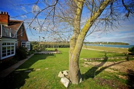 Holiday House in Beach Road, Bembridge, Isle of Wight, England E13186