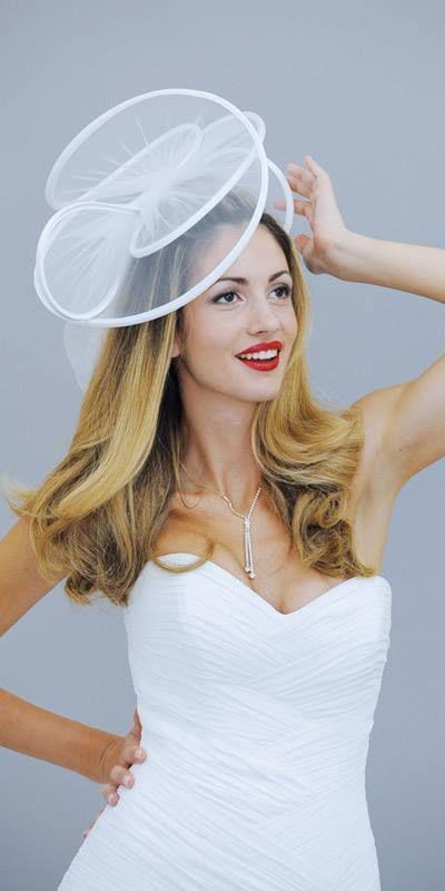 Tutti gli accessori pensati per il tuo abito da sposa. www.amatelier.com