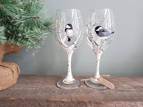 Ces douces petits gars chantent « printemps s ici » même si c'est -20 C ! J'aime leur courage et joie. 60 $ pour deux verres de vin peint à la main. Séchée au four et durable - ces lunettes sont lave-vaisselle panier supérieur, même si le lavage à la main est recommandé afin de