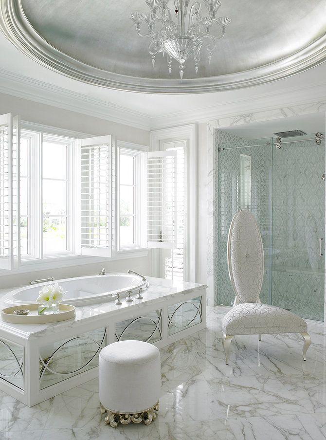 Baño lujosos / baños de ensueño / baños diseño: La pureza del blanco mármol hacen que apetezca no salir de el! #baños #lujosos #Luxurious #bathtub #bathroom Flordia Interior Designer