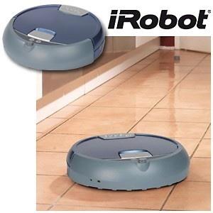 Das ist etwas für mich Faulpelz: Der neue iRobot Nasswisch-Roboter wischt nass und hygienisch über alle glatte Böden, während ich die Füsse hochlege und Zeit für die wichtigen Dinge im Leben habe...