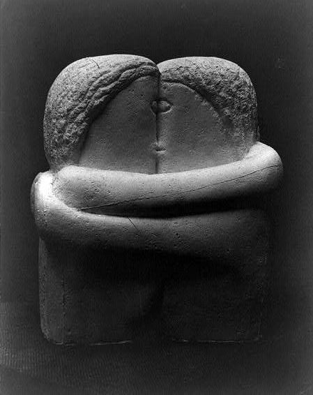 Constantin_Brancusi,_1907-08,_The_Kiss,_Exhibited_at_the_Armory_Show_and_published_in_the_Chicago_Tribune,_25_March_1913..jpg (449×566)