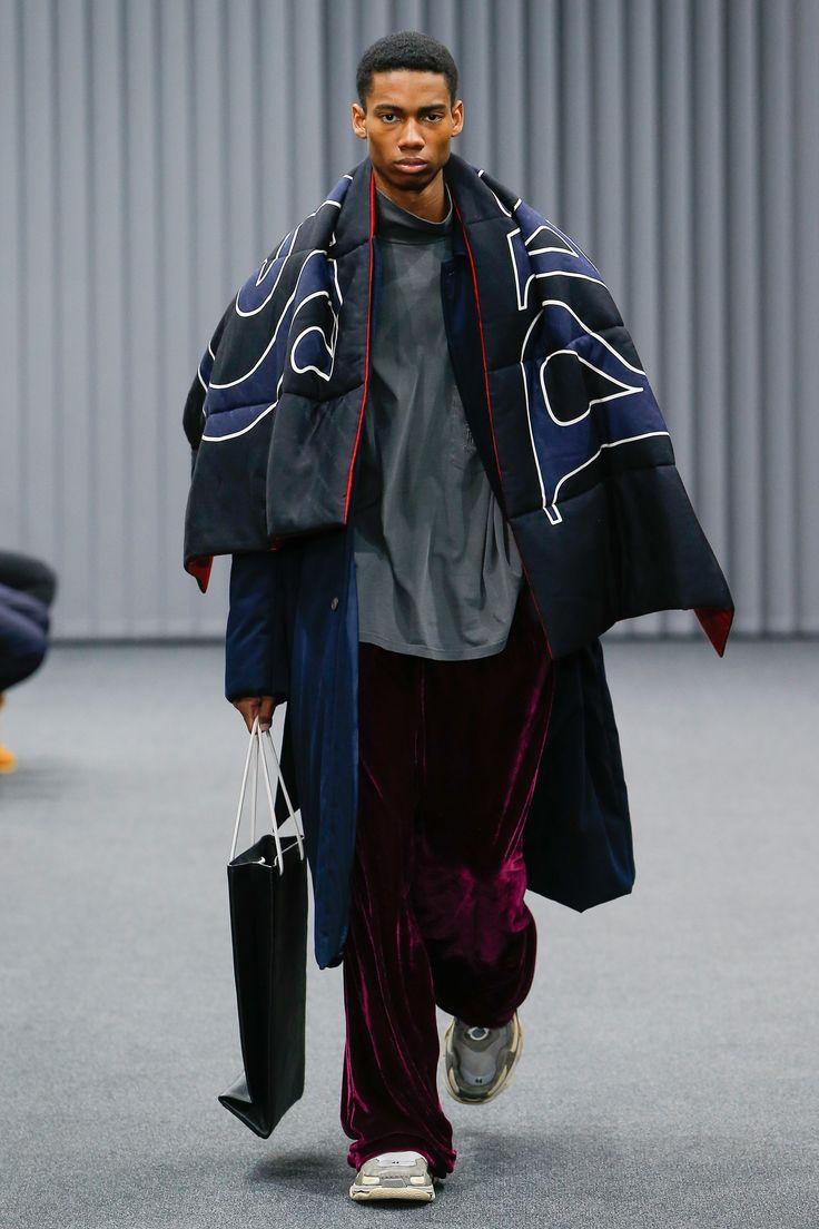 Balenciaga Fall 2017 Menswear Collection Photos - Vogue