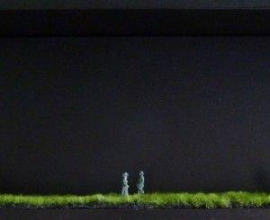 Midnight. Un rendez-vous nocturne à ne pas manquer !  Les Box Stories sont fabriquées à la main par Gatz, en édition limitée, à Paris. Elles sont signées, titrées et datées au dos. Chaque pièce dispose d'un sur-cadre en bois et Plexiglas et d'un crochet mural.  Dimensions : 40 x 15 x 6 cm