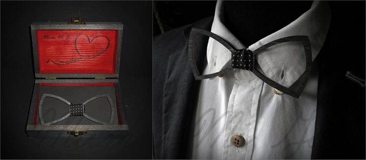 Kochani, mamy NOWOŚĆ❗ Tym razem coś co powinno zainteresować męskie grono odbiorców. :)  Nietypowe drewniane muszki zapakowane w eleganckie pudełeczko.  Idealny prezent dla mężczyzny.