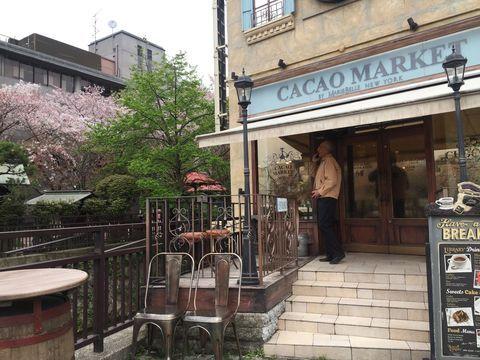 日本人だけでなく多くの外国人旅行者も訪れる観光地京都。京都の魅力は歴史ある町並みだけでなく、オシャレでそこにしか無いという新しいショップや専門店が多いことも人々を魅了するひとつの要因ではないでしょうか。その中で注目を集めているのが京都市内のチョコレート専門店。古い町家を改装した店舗や洋館のような佇まいなど京都市内で歩いて巡れるチョコレート専門店をご紹介します。
