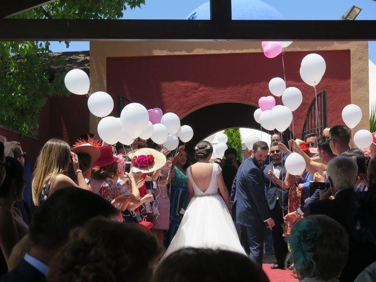 Cada vez nos gustan mas las #bodas al medio día, disfrutas en pleno de tu gran día y las #invitadas estáis tan guapas. #bodaengranada #granada #restauranteboabdil #boabdilbodas #bodasromanticas