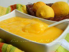 crema la limone senza latte con Bimby e senza, ricetta base per crema al limone senza latte, ottima per farcire torte, biscotti. ricetta con limone,