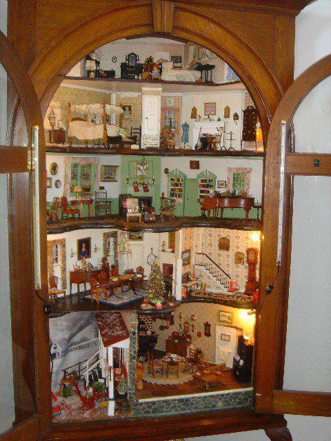 Corner cabinet dollhouse, beautifully accomplished...