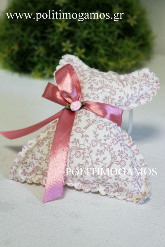Μπομπονιέρα βάπτισης υφασμάτινο φορεματάκι | Ανθοδιακοσμήσεις | Χειροποίητες μπομπονιέρες και προσκλητήρια | Είδη γάμου και βάπτισης | Politimogamos.gr