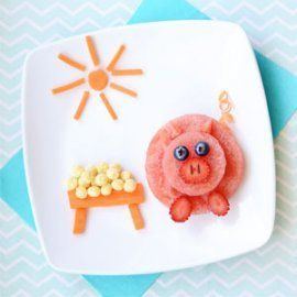 This sweet little piglet is a fun and yummy snack made with fresh watermelon that your kids can help you make in the kitchen.