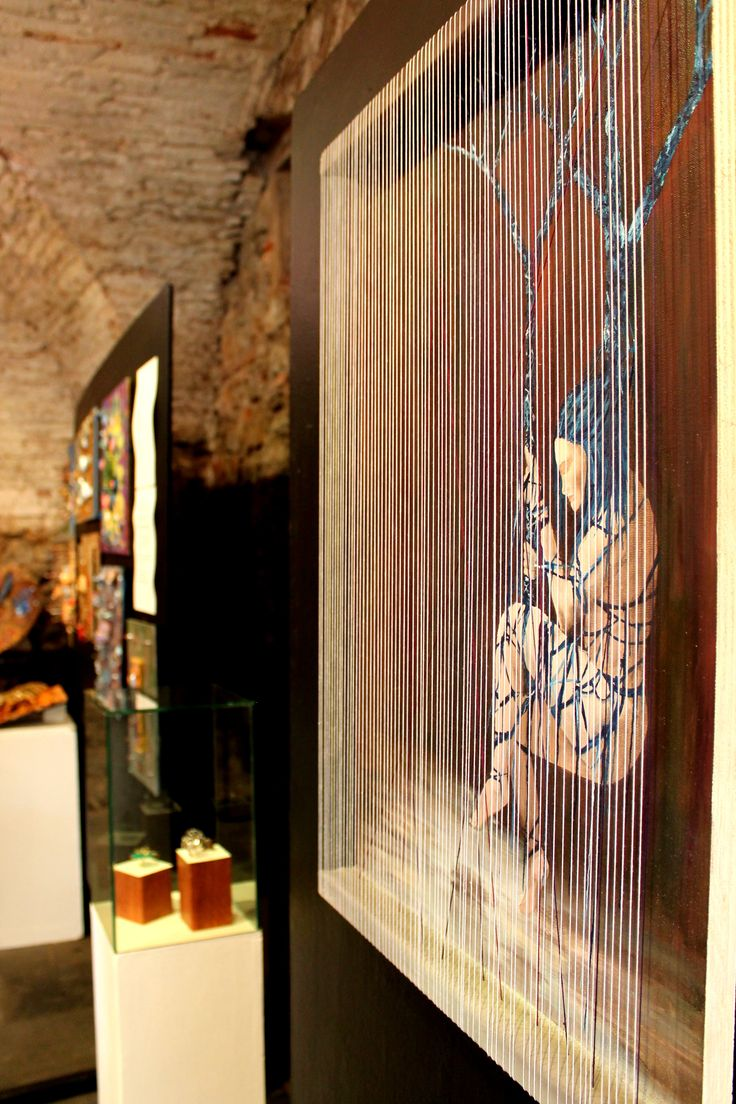 """""""La divina proporzione: tra realtà e inconscio"""". Alcuni lavori degli studenti del Liceo Artistico Stagi in mostra nella sala delle Grasce del Sant'Agostino in Pietrasanta."""