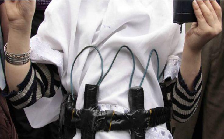 Idiota española se casa con un yihadista y le regalan un cinturon explosivo