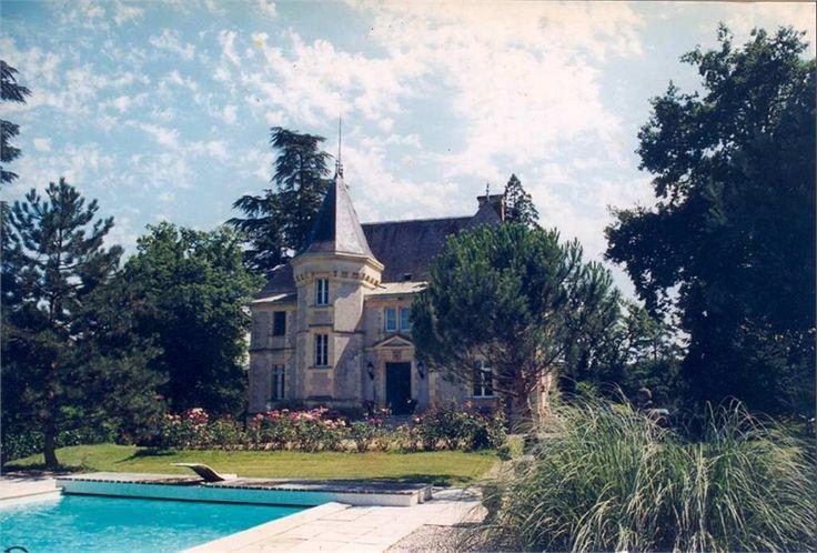 Magnifique manoir du XIXe siècle à vendre chez Capifrance à Bergerac en Dordogne !     > 565 m², 12 pièces dont 6 chambres et un terrain de 25 HA.     Plus d'infos > Michel Lorenzon, conseiller immobilier Capifrance.
