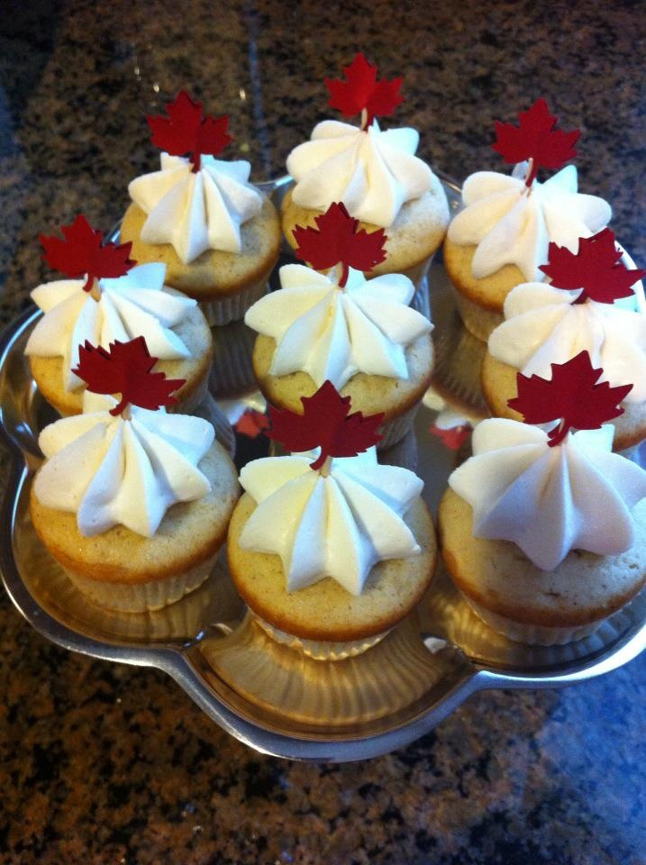 Sist3rs: Maple Week: Maple Cupcakes for Canada Day #Cupcake #Recipe #CanadaDay
