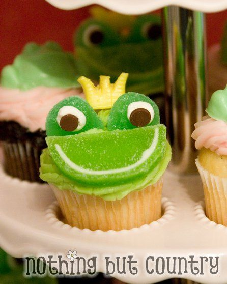 Princess & the Frog party: Cute Cupcakes, Cupcakes Ideas, Frogs Cupcakes, Birthday Parties, Frogs Prince, Cute Frogs, Frogs Parties, Parties Cupcakes, Froggy Cupcakes