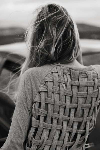 Transform an old t-shirt by basket weaving the back!: Sweaters, Ideas, Style, Diy Clothing, Diy Shirts, T Shirts, Tshirt, Crafts, Weaving