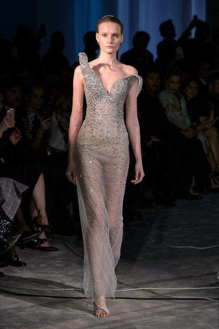 Guarda la sfilata di moda Francesco Scognamiglio a Roma e scopri la collezione di abiti e accessori per la stagione Alta Moda Primavera Estate 2018.