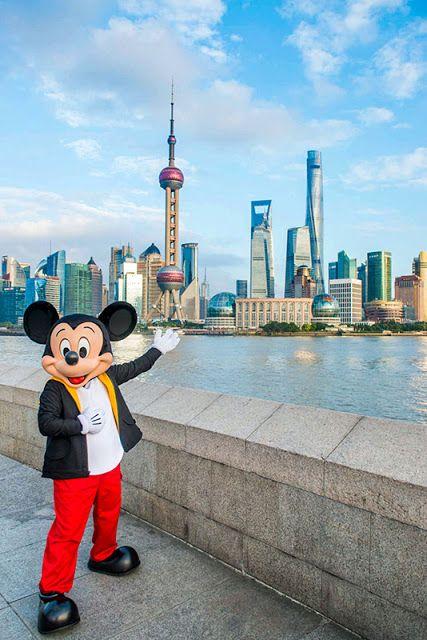 Mickey Mouse festeja su cumpleaños y estrena su nuevo video musical #HappyBirthdayMickey   Mickey Mouse celebra su cumpleaños con el debut de su nuevo video musical: What We Got desde el set del programa de ABC News Good Morning America. Su presentación en la ciudad de Nueva York será la culminación de la gira que emprendió por todo el mundo para celebrar su cumpleaños donde sorprendió a fans y amigos en las ciudades de Los Ángeles Kioto Shanghái Roma París Cusco y Río de Janeiro mientras…