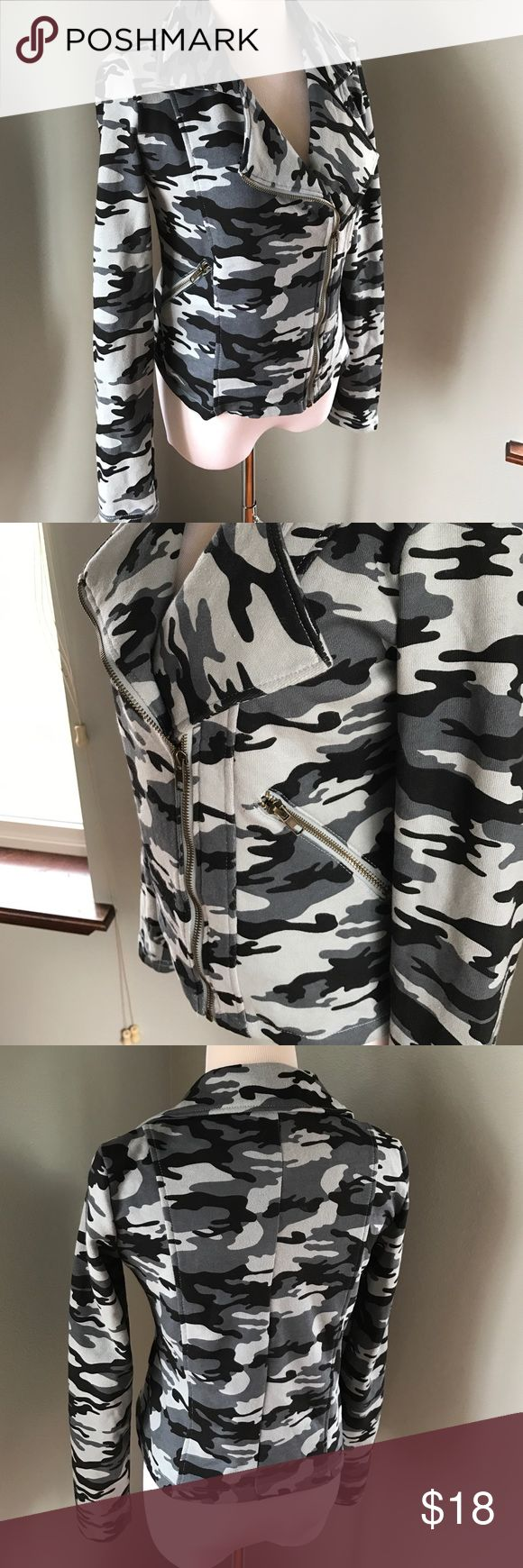 Rue21 Camouflage Sweatshirt Jacket Zip Up Like new condition. Really cozy and warm. Rue 21 Tops Sweatshirts & Hoodies
