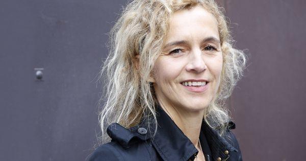 Après cinq tours, Delphine de Vigan a reçu le Prix Renaudot 2015 ce mardi 3 novembre. D'après une histoire vraie, publié chez Lattès, est le roman le plus vendu
