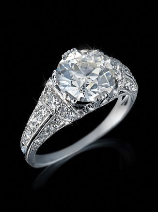AN ARTFULLY WORKED BELLE EPOQUE COCKTAIL DIAMOND RING, OLD EUROPEAN CUT BRILLIANT 2.13 CARAT