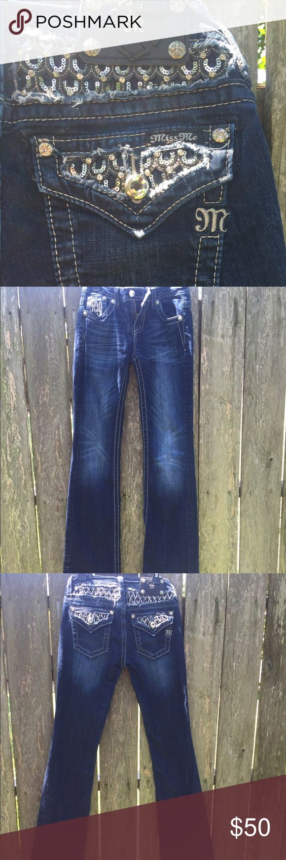 """Miss Me Sequin Horseshoe Insert Boot Cut Jeans *please note*- these jeans say """"size 16"""" because they are a """"kids"""" size. converted to an """"adult"""" size they would be a size 26.                       SIZE GUIDE!                                                             Waist 28"""" Hip 34"""" (some offers may be accepted) comment any questions down below 😊💗 Miss Me Jeans Boot Cut"""