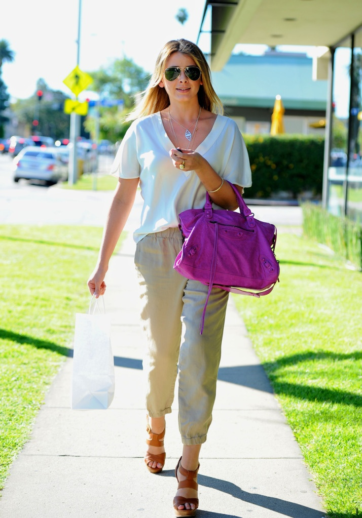 ray ban outlet michigan city  lo bosworth with ray ban aviator sunglasses and a balenciaga city tote bag in beverly