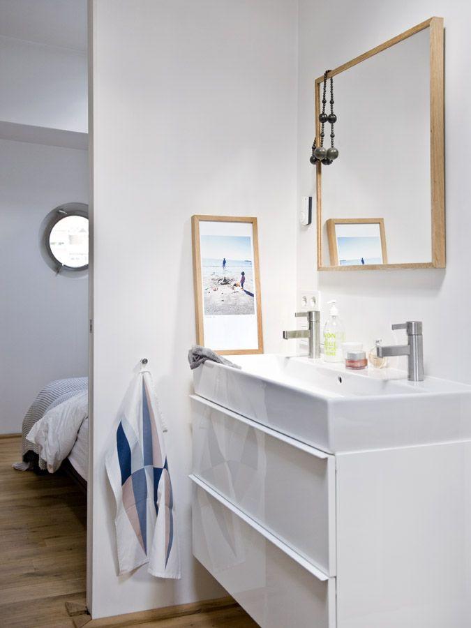 bathroom of our houseboat Jolie - waterloft.nl : waterloft.nl