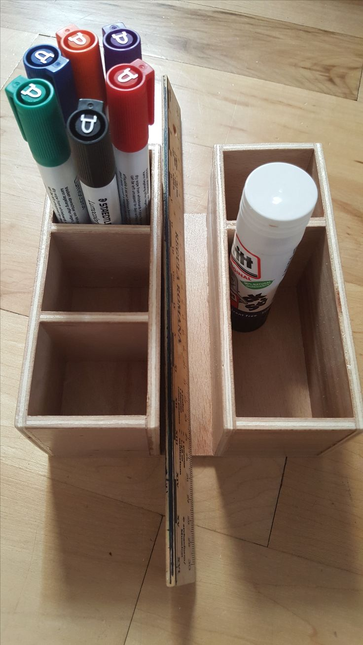 Table containers complete! Feel free to rip off the design, teachers! Per box: - 7 small pieces, 5cmx7cm - 4 large pieces, 16cmx7cm - 2 base, 15cmx16cm Small compartments measure ~5x5cm (and big enough for 6 chunky whiteboard pens), large one 5x10cm, trough in the middle (for rulers, maybe whiteboards) ~2cm wide.
