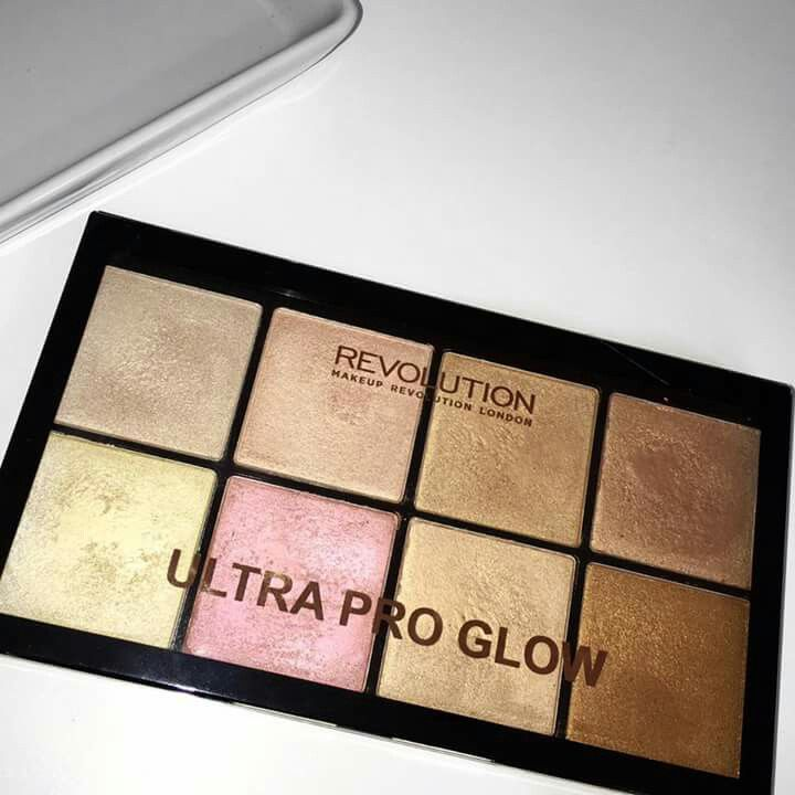 Makeup Revolution ultra pro glow highlighter palette kaushal